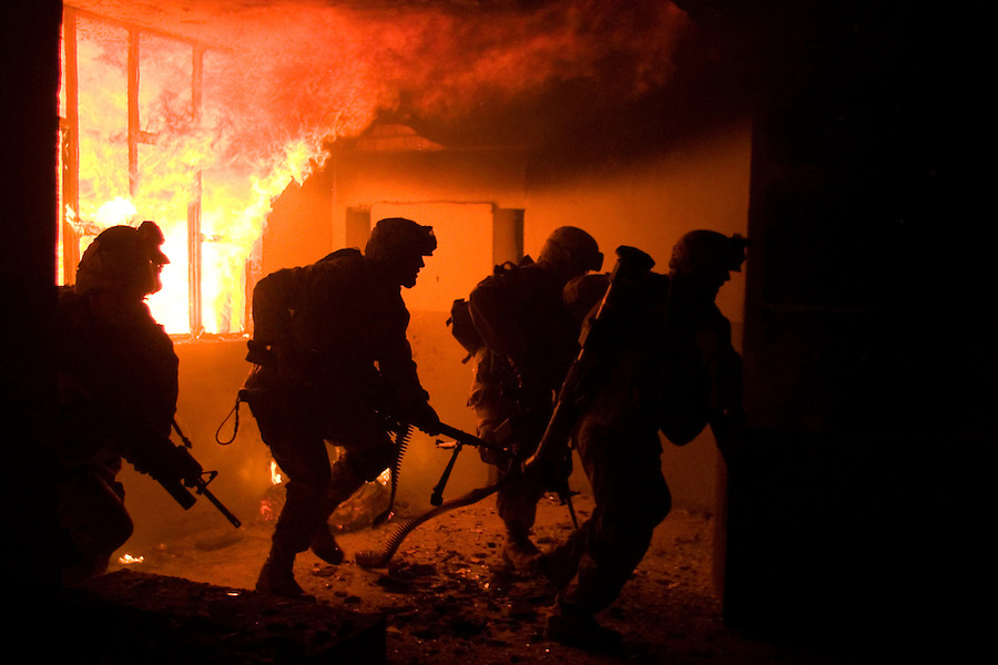 The Marines of Alpha Company 1st BN 4th Marines carry our a raid on a police station in Kufa believed to be held by fighters from the Moqtada al-Sadr-led Mehdi Army during the Battle of Najaf on August 20, 2004.<br />