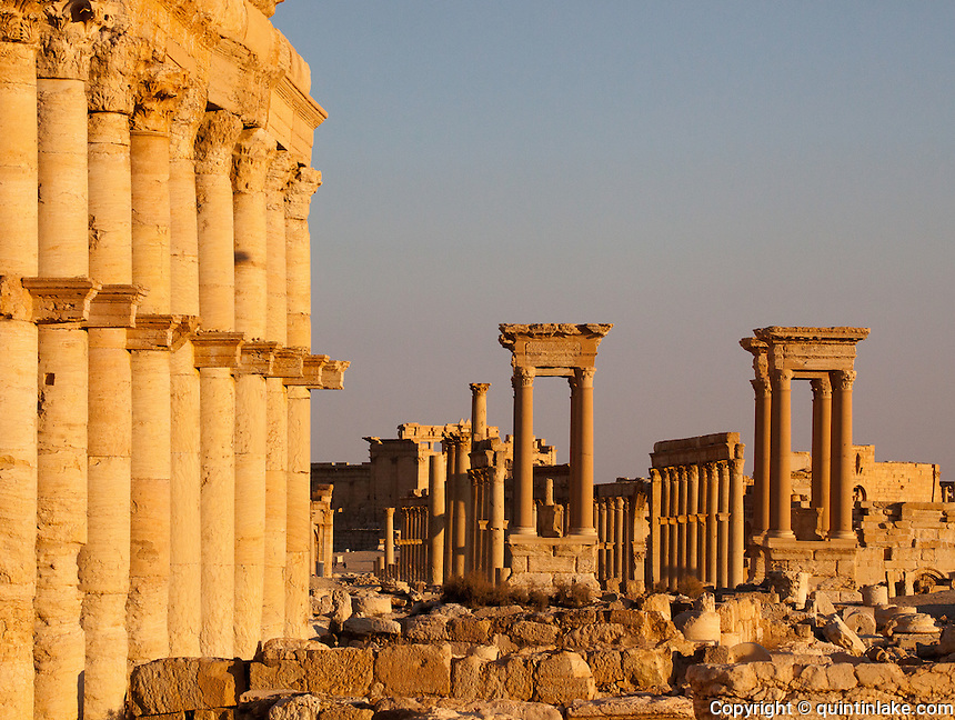 Great Colonnade &amp; Tetrapylon, Palmyra, Syria. Ancient city in the desert that fell into disuse after the 16th century.