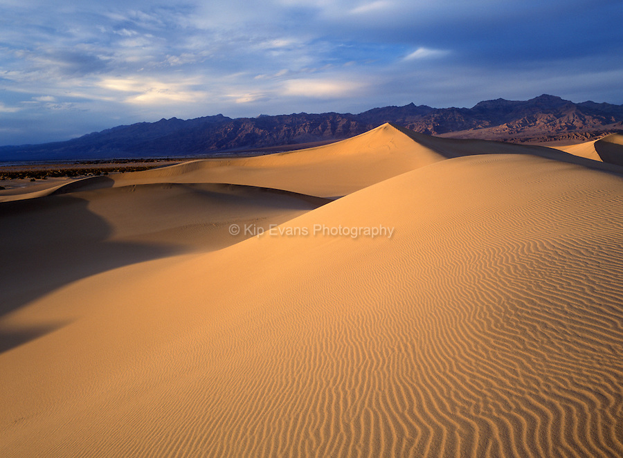 Stovepipe Wells Dunes in Death Valley National Park, California.