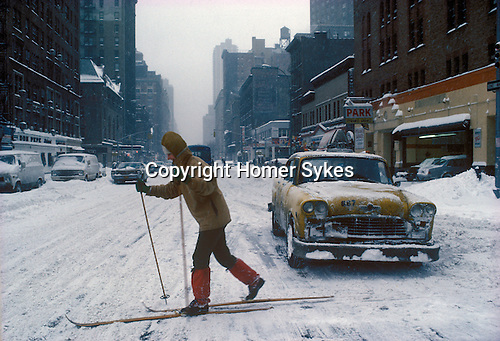 New York Manhattan, Snow. Going to work on skies. Feb 1979  Don Pepe Hotel opp the Park Pyramid garage