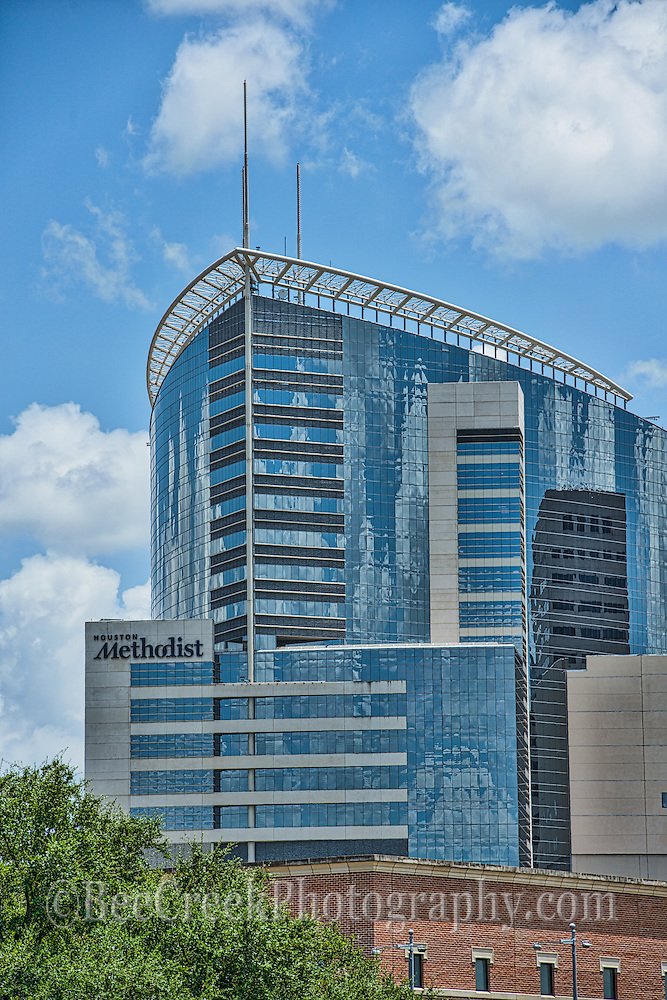Another verticale view of the Methodist Hospital in downtown Houston.