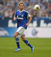 FUSSBALL   1. BUNDESLIGA   SAISON 2013/2014   8. SPIELTAG FC Schalke 04 - FC Augsburg                                05.10.2013 Benedikt Hoewedes (FC Schalke 04) am Ball