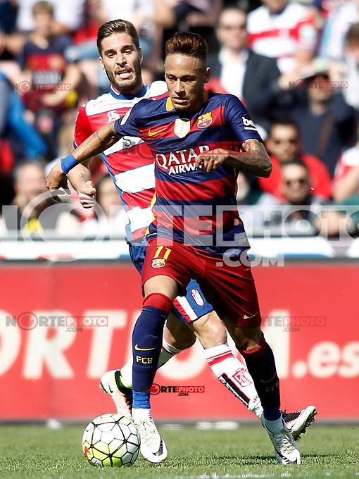 Granada's Ruben Rochina (l) and FC Barcelona's Neymar Santos Jr during La Liga match. May 14,2016. (ALTERPHOTOS/Acero) /NortePhoto.com