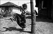 SINTESTI, ROMANIA, EASTER 1995..©JEREMY SUTTON-HIBBERT 2000..TEL./FAX. +44-141-649-2912..TEL. +44-7831-138817.