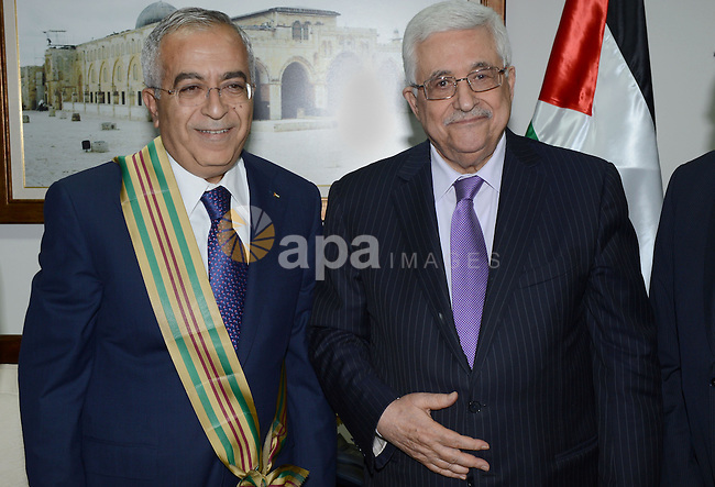 Palestinian President Mahmoud Abbas (Abu Mazen) honors former Prime Minister Salam Fayyad in the West Bank city of Ramallah, on June 8, 2013. Photo by Thaer Ganaim