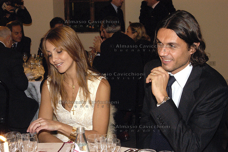 ADRIANA FOSSA, modella, attrice e imprenditrice venezuelana con il marito  PAOLO MALDINI ex capitano del Milan .ADRIANA FOSSA, Venezuelan model and actress with her husband PAOLO MALDINI football player
