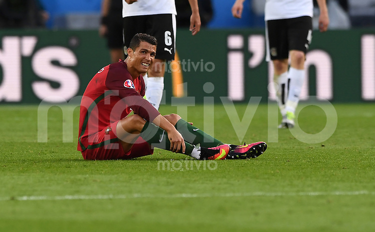 FUSSBALL EURO 2016 GRUPPE F IN PARIS Portugal - Oesterreich      18.06.2016 Cristiano Ronaldo (Portugal) mit Schmerzen am Boden