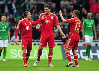 FUSSBALL   1. BUNDESLIGA   SAISON 2011/2012   32. SPIELTAG SV Werder Bremen - FC Bayern Muenchen               21.04.2012 Franck Ribery, Mario Gomez und Rafinha (v.l., alle FC Bayern Muenchen) freuen sich nach dem 1:1