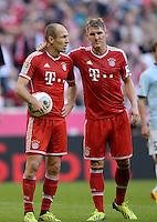 Fussball  1. Bundesliga  Saison 2013/2014  9. Spieltag FC Bayern Muenchen - 1. FSV Mainz     19.10.2013 Arjen Robben (li, C Bayern Muenchen) mit Ball und Bastian Schweinsteiger (FC Bayern Muenchen)