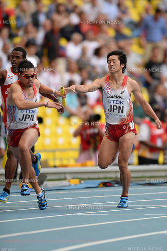 Yuzo Kanemaru, Kengo Yamasaki (JPN), AUGUST 15, 2013 - Athletics : Yuzo Kanemaru of Japan takes the baton from compatriot Kengo Yamasaki in the men's 4x400 metres relay heat at the 14th IAAF World Championships at the Luzhniki Stadium, Moscow, Russia. (Photo by Takashi Okui)
