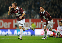 FUSSBALL   1. BUNDESLIGA   SAISON 2011/2012    11. SPIELTAG Hamburger SV - 1. FC Kaiserslautern                          30.10.2011 Jubel nach dem 0:1: Pierre DE WITT (li) und Christian TIFFERT (re, beide Kaiserslautern)
