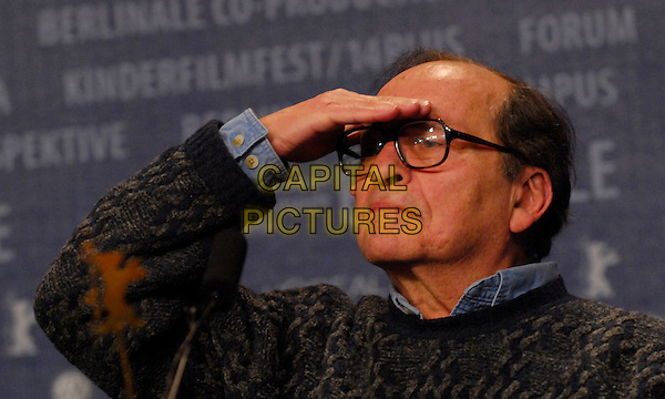 "SIDNEY LUMET.Photocall for ""Find Me Guilty"" at the 56th Berlin International Film Festival (Berlinale) in Berlin, Germany..February 16, 2006 .Ref: KRA.headshot portrait glasses hand on forehead.www.capitalpictures.com.sales@capitalpictures.com.©Capital Pictures"