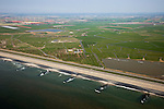 Nederland, Noord-Holland, Gemeente Schoorl, 28-04-2010; Hondsbossche zeewering gezien vanuit de Noordzee. Kribben beschermen de dijk, binnendijks het water van de 'De Putten' (ontstaan in het verleden door het uitgegraven grond om de  zeewering te verstevigen). De dijk is aangelegd als zeewering nadat de oorsrponkelijke duinen weggeslagen waren..Hondsbossche seawall seen from the North Sea. Groynes protect the seawall (levee), behind the dike within the waters of the 'Wells' ((created in the past by using soil for strengthening the seawall). The dike was built as a seawall after the primal dunes were washed away..luchtfoto (toeslag), aerial photo (additional fee required).foto/photo Siebe Swart