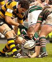 Leicester, ENGLAND, Tigers, scrum half, Scott Bemand, is caught by wasps dan Leo. Guinness Premiership Rugby,  Leicester Tigers vs London Wasps © Peter Spurrier/Intersport-images.com.