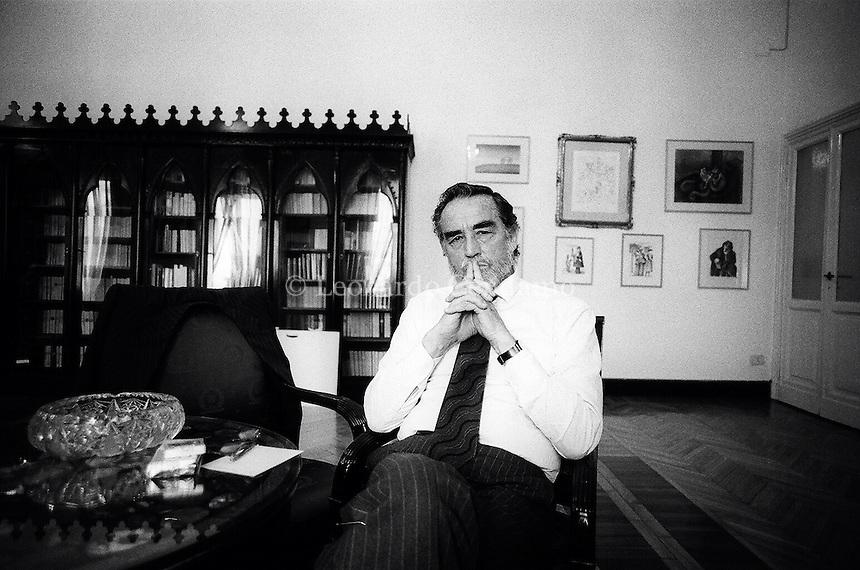 Vittorio Gassman, nato Gassmann, è stato un attore, regista, sceneggiatore e scrittore italiano, attivo in campo teatrale, cinematografico e televisivo. Photo in casa editrice Longanesi. © Leonardo Cendamo