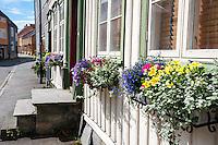 Norway, Sør-Trøndelag, Trondheim. Narrow street on Bakklandet.