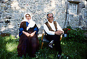 France 1990. Rached et Fatiha, couple d'immigrants kurdes, devant leur maison a Poux.   France 1990.Rached and Fatiha, Kurdish immigrants , in front their new house in Poux