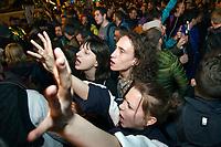 UNGARN, 12.04.2017, Budapest - V. Bezirk. Proteste gegen das Gesetzesvorhaben der Fidesz-Regierung, Nichtregierungsorganisationen nach russischem Vorbild als &quot;auslaendische Agenten&quot; zu diskreditieren, wenn sie Foerderung aus dem Ausland erhalten, z.B. von der EU: Spaeter sammelt sich die wuetende Menge auf dem Kossuth-Lajos-Platz vor dem Parlament. | Protests against the Fidesz government's Russian-inspired draft law to discredit NGOs as &quot;foreign agents&quot; when they  reiceive funding from abroad, e.g. from the EU: Later the angry crowd gathers on Kossuth square in front of the parliament building.<br /> &copy; Martin Fejer/EST&amp;OST