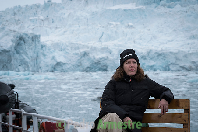 15/06/2016 Wahlenbergbreen Glacier, Svalbard, Norway<br /> Greenpeace holds a historic performance with pianist Ludovico Einaudi on the Arctic Ocean to call for its protection<br /> Through his music, acclaimed Italian composer and pianist Ludovico Einaudi has added his voice to those of eight million people from across the world demanding protection for the Arctic. Einaudi performed one of his own compositions on a floating platform in the middle of the Ocean, against the backdrop of the Wahlenbergbreen glacier (in Svalbard, Norway). The famous musician travelled on board Greenpeace ship Arctic Sunrise on the eve of a significant event for the future of the Arctic: this week's meeting of the OSPAR Commission, which could secure the first protected area in Arctic international waters. &copy; Pedro Armestre/ Greenpeace Handout - No ventas -No Archivos - Uso editorial solamente - Uso libre solamente para 14 d&iacute;as despu&eacute;s de liberaci&oacute;n. Foto proporcionada por GREENPEACE, uso solamente para ilustrar noticias o comentarios sobre los hechos o eventos representados en esta imagen.<br /> &copy; Pedro Armestre/ Greenpeace Handout - No sales - No Archives - Editorial Use Only - Free use only for 14 days after release. Photo provided by GREENPEACE, distributed handout photo to be used only to illustrate news reporting or commentary on the facts or events depicted in this image.<br /> <br /> <br /> 15/06/2016. Glaciar Wahlenbergbreen, Svalbard, Noruega<br /> Greenpeace organiza un concierto hist&oacute;rico con el pianista Ludovico Einaudi en el oc&eacute;ano &Aacute;rtico para pedir su protecci&oacute;n<br /> El prestigioso compositor y pianista italiano Ludovico Einaudi ha unido su voz, a trav&eacute;s de la m&uacute;sica, a la de los ocho millones de personas de todo el mundo que piden la protecci&oacute;n del &Aacute;rtico, con la interpretaci&oacute;n de una pieza creada especialmente para la ocasi&oacute;n sobre una plataforma flotante en mitad de ese 
