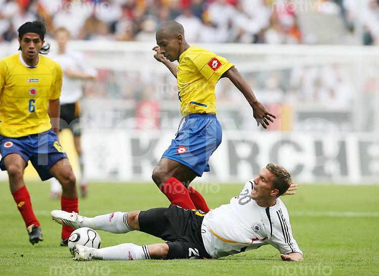 Fussball  International  Freundschaftsspiel    Deutschland - Kolumbien Lukas PODOLSKI (vorn, GER) gegen Luis Amaranto PEREA (hinten, Kolumbien)