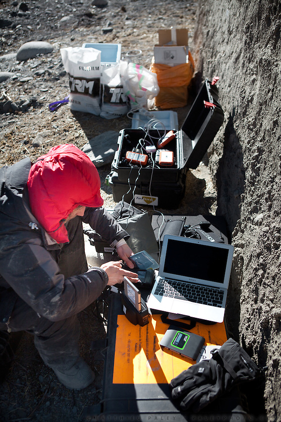 Dealing with technology : special hard drive for high altitude, solar panels, back up equipment etc..Trekking up to the Little Pamir with yak caravan over the frozen Wakhan river.