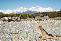 Family on Gillespies Beach with Southern Alps in background, Westland Tai Poutini National Park, UNESCO World Heritage Area, South Westland, New Zealand, NZ