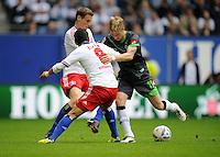 FUSSBALL   1. BUNDESLIGA   SAISON 2011/2012    6. SPIELTAG Hamburger SV - Borussia Moenchengladbach            17.09.2011 Tomas RINCON (li) und Marcell JANSEN (hinten, beide Hamburg) gegen Marco REUS (re, Moenchengladbach)