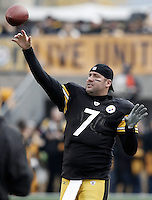 PITTSBURGH, PA - OCTOBER 30:  Ben Roethlisberger #7 of the Pittsburgh Steelers warms up prior to the game against the New England Patriots on October 30, 2011 at Heinz Field in Pittsburgh, Pennsylvania.  (Photo by Jared Wickerham/Getty Images)