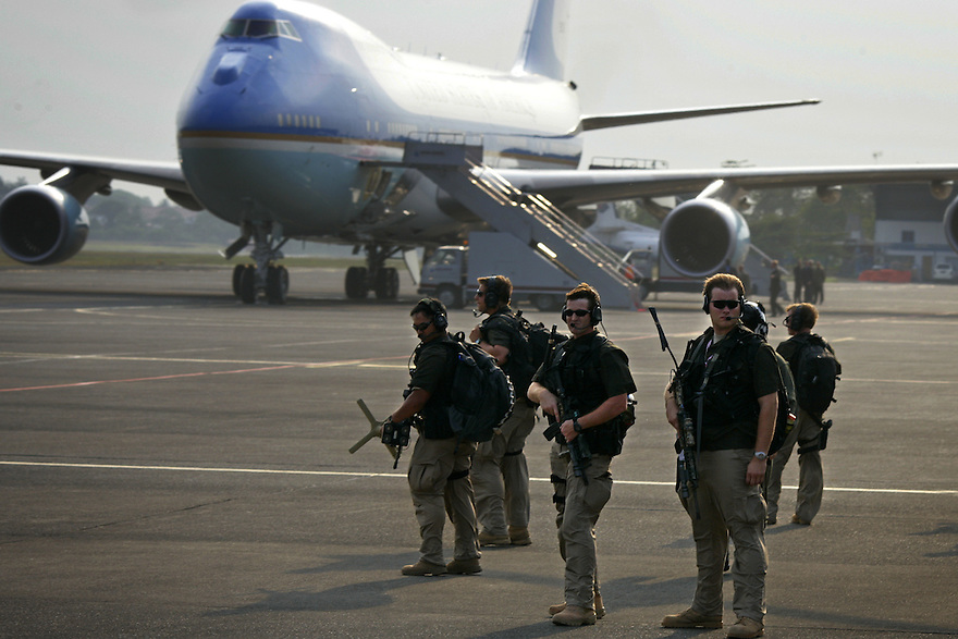 Members of the Secret Service Counter Assault Team land in with the Presidential entourage on a fleet of military choppers in Jakarta, Indonesia, November 20, 2006..Photo by Brooks Kraft/Corbis.....