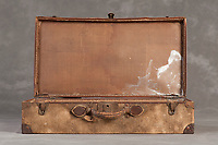 Willard Suitcases / Theresa Marie L / ©2014 Jon Crispin