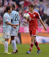 Fussball  1. Bundesliga  Saison 2013/2014  9. Spieltag FC Bayern Muenchen - 1. FSV Mainz     19.10.2013 Thomas Mueller (re, FC Bayern Muenchen) mit Ball und Nicolai Mueller (li, 1. FSV Mainz 05)