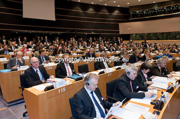 Bruessel - Belgien, 20. Januar 2014; <br /> MdB Prof. Dr. Norbert LAMMERT (li), Praesident des Deutschen Bundestages, nimmt im Rahmen einer Bundestagsdelegation teil an der Interparlamentarischen Konferenz zur wirtschaftlichen Steuerung der EU (siehe Artikel 13 des EU-Fiskalvertrags); hier: im kleinen Plenarsaal des Europaeischen Parlaments mit MdB Norbert BARTHLE (2.li)(CDU/CSU), Leiter der Bundestagsdelegation; und weiter in der Sitzreihe: leer, MdB Norbert BRACKMANN (CDU/CSU), MdB Joachim POSS (SPD), MdB Andrej HUNKO (Die Linke), MdB Katharina DROEGE (Buendnis 90/Die Gruenen), leer, Vesna POPOVIC (Deutscher Bundestag - EU-Verbindungsb&uuml;ro (Referat PE 4); <br />  Photo: &copy; Horst Wagner / DBT; <br /> Tel.: +49 179 5903216; <br /> horst.wagner@skynet.be
