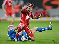 Fussball  1. Bundesliga  Saison 2013/2014   11. Spieltag  in Sinzheim TSG 1899 Hoffenheim - FC Bayern Muenchen    02.11.2013 Mario Goetze (oben, FC Bayern Muenchen) gegen Andreas Beck (TSG 1899 Hoffenheim)