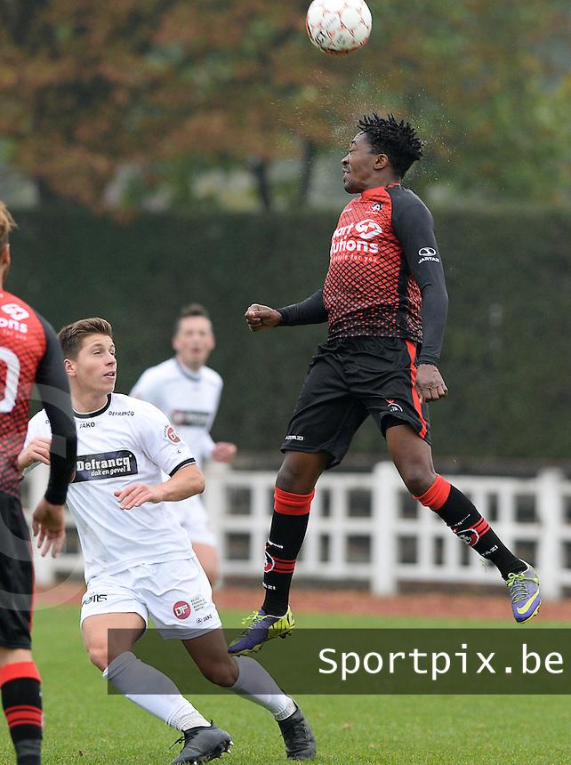 KFC Izegem - Winkel Sport :  Honour Gombami (r) springt hoger dan Aaron Vanfleteren (links)<br /> Foto David Catry | VDB | Bart Vandenbroucke