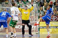 Enid Tahirovic (FAG) im Tor beim Siebenmeter gegen Vedran Zrnic (VFL)