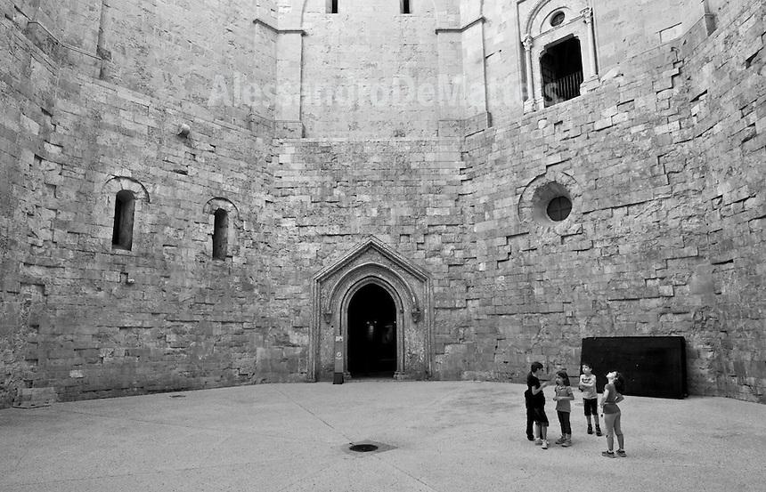 Castel del monte alessandro de matteis for Interno della torretta vittoriana