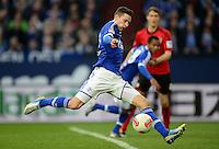 FUSSBALL   1. BUNDESLIGA   SAISON 2012/2013    29. SPIELTAG FC Schalke 04 - Bayer 04 Leverkusen                        13.04.2013 Julian Draxler (FC Schalke 04) zieht ab