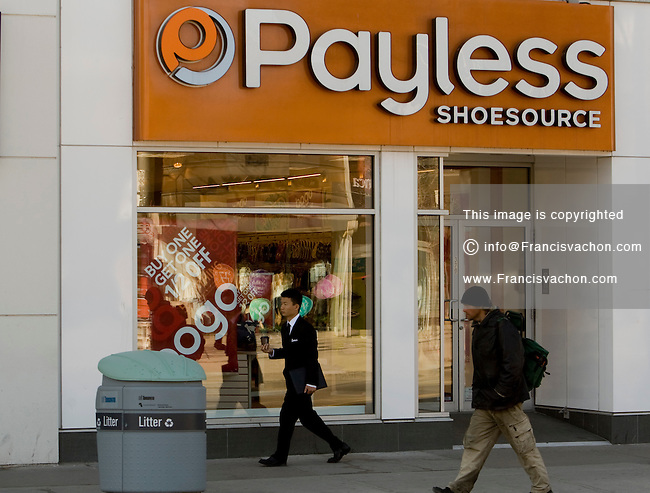Payless Shoesource store in Toronto | Stock photos by Francis Vachon