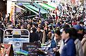 Crowds visit Tsukiji Fish Market during last weekend of year 2014