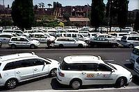 Roma 5 Luglio 2006.Manifestazione  dei Tassisti, contro il decreto sulle liberalizzazioni del Governo Prodi..Rome July 5, 2006.Demonstration of Taxi Drivers against the decree on the liberalization of the Prodi government..