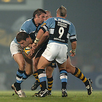 2005/06 Powergen Cup, London Wasps vs Cardiff Blues,  Joe Worsley goes, low, for the gap.  Causeway Stadium, Wycome, ENGLAND, 07.10.2005   © Peter Spurrier/Intersport Images - email images@intersport-images..   [Mandatory Credit, Peter Spurier/ Intersport Images].