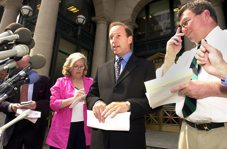 1Lowell0612101 -- Abbe Lowell, council for Rep. Gary Condit, D-CA, makes a statement to reporters about the Congressman's meeting with the mother of Chandra Levy.