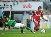 FUSSBALL   1. BUNDESLIGA   SAISON 2011/2012    5. SPIELTAG SV Werder Bremen - Hamburger SV                         10.09.2011 Aaron HUNT (li, Bremen) graetscht Michael MANCIENNE (re, Hamburg) ab