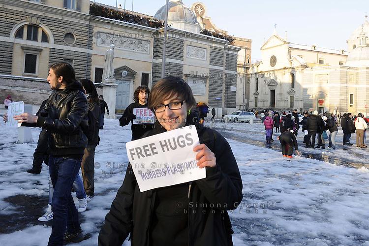 Roma, 4 Febbraio 2012.Piazza del Popolo.Free hugs, abbracci gratis con la neve..Flash mob di un gruppo di giovani