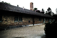 27 gennaio.Il giorno della memoria della Shoah..Il Campo di concentramento di Dachau fu un campo di concentramento nazista creato nei pressi della cittadina di Dachau, a nord di Monaco di Baviera, nel sud della Germania.Il campo venne costruito sul sito di una vecchia fabbrica in disuso e completato il 21 marzo 1933. Insieme con il campo di sterminio di Auschwitz, Dachau è nell'immaginario collettivo, il simbolo dei campi di concentramento nazisti..January 27.The day of memory of the Holocaust.Dachau concentration camp was the first Nazi concentration camp opened in Germany in March 1933,it was located on  abandoned  factory near  Munich in the state of Bavaria.L'edificio contenente i forni crematori e la camera a gas. The building containing the crematoria and the gas chamber...