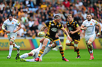 Guy Thompson of Wasps looks to offload the ball after being tackled. Aviva Premiership match, between Wasps and Exeter Chiefs on September 4, 2016 at the Ricoh Arena in Coventry, England. Photo by: Patrick Khachfe / JMP