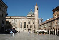 Ascoli Piceno. Piazza del Popolo...