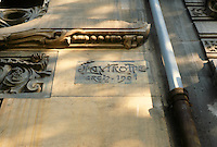 Jules Lavirotte: 29 Avenue Rapp, Paris 1901. Architect's signature.