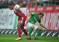 FUSSBALL   1. BUNDESLIGA   SAISON 2011/2012    5. SPIELTAG SV Werder Bremen - Hamburger SV                         10.09.2011 Dennis AOGO (li, Hamburg) gegen Clemens FRITZ (re, Bremen)