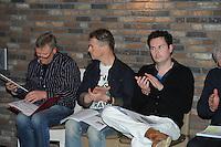 SPORTEN: FRYSLAN: Fierljeppen FLB vergadering Westhem, 15-04-2013, ©foto Martin de Jong